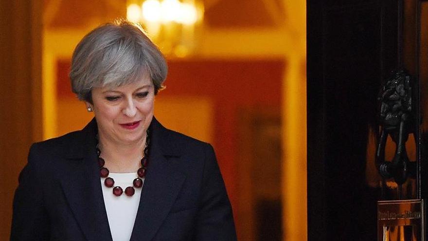 """May pide el voto en Escocia por el """"brexit"""" y contra """"los separatistas"""""""