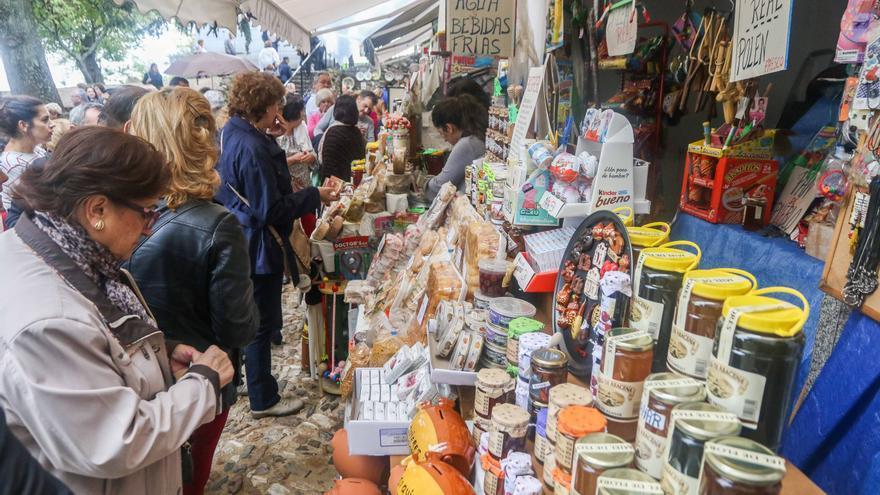 Mercado de productos locales en Peña Arias Montano.