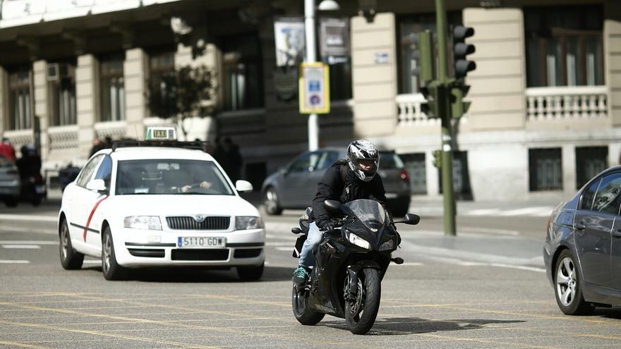 Los taxistas paran este martes en toda España y se manifestarán en Madrid para protestar contra Uber y Cabify