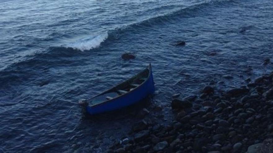 Una de las dos pateras en las que han llegado 50 inmigrantes a la isla de Gran Canaria
