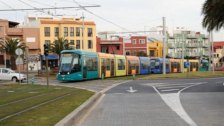 El tranvía ofrecerá servicios especiales en la noche de Reyes