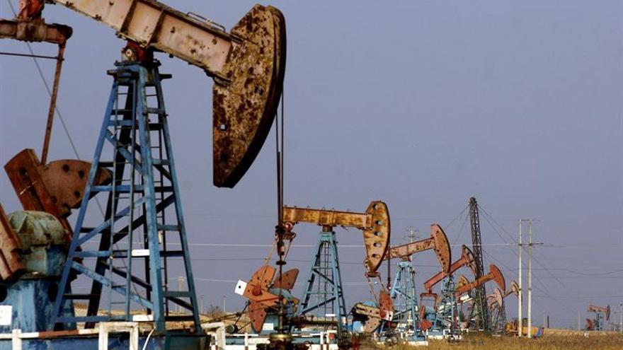El petróleo de Texas abre con un alza del 1,55 % hasta 43,83 dólares