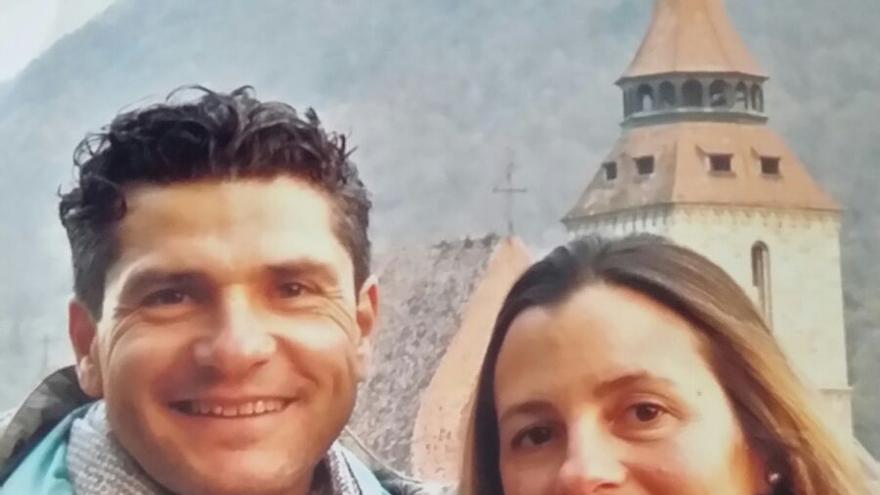 Isidro Lozano, con María del Mar Martí, antes de entrar en prisión | Foto cedida