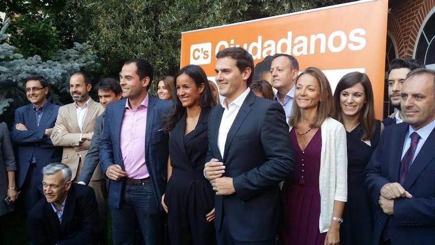"""C's se aleja de las grandes celebraciones y cierra su campaña electoral con una """"boda"""" con 500 afiliados"""