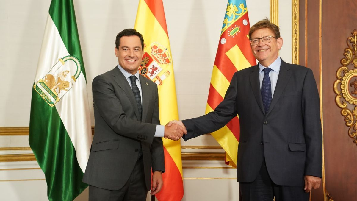 El presidente andaluz, Juan Manuel Moreno Bonilla, recibe en San Telmo a su homólogo valenciano, Ximo Puig.