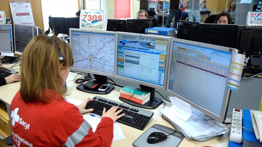 Operadores del 112: Empatía y control para averiguar en segundos dónde y qué