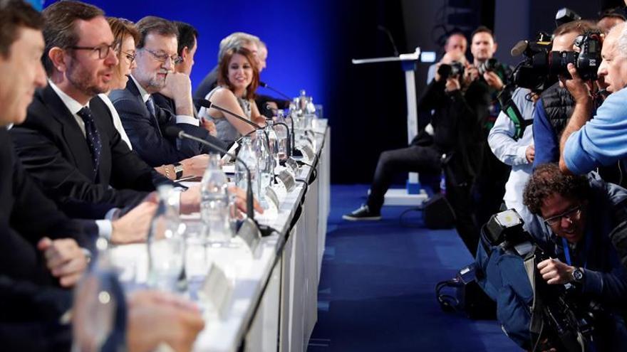 """Rajoy cree que ante la falta de crebilidad de Sánchez el PP debe """"lucir"""" más"""