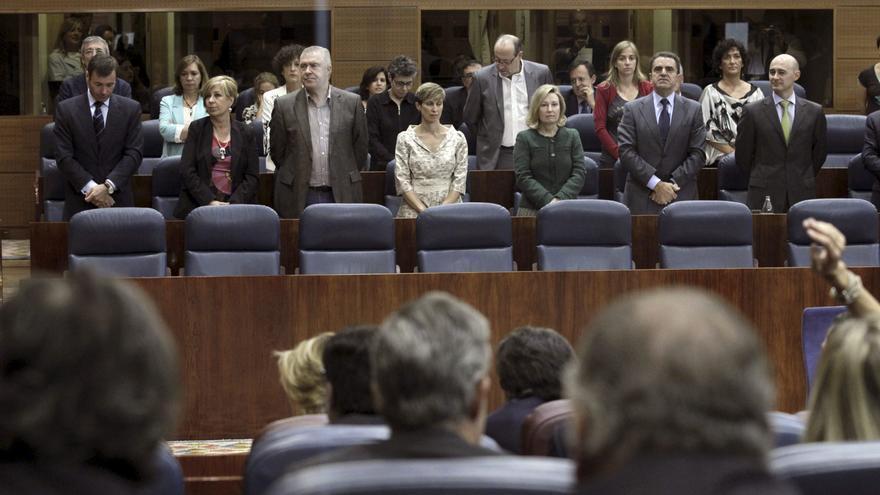Polémico minuto de silencio por Carrillo en la Asamblea de Madrid