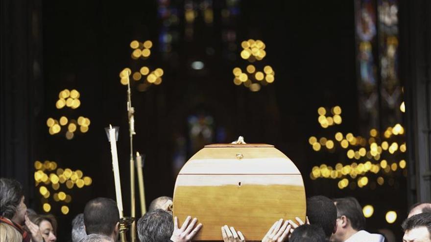 El funeral de Lara reúne a personalidades de todos los ámbitos de la sociedad
