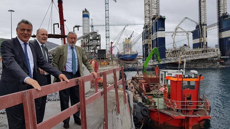 """De Andrés dice que a ampliación del Puerto de Bilbao es """"estratégica"""" y garantiza su condición de """"referente logístico"""""""