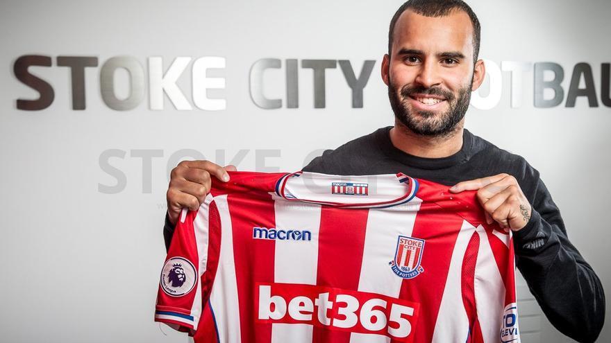 Jesé posa con la camiseta del Stoke City.