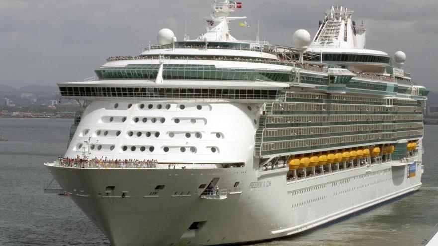 Exoneran a una compañía de cruceros de la muerte de una niña caída al muelle en San Juan