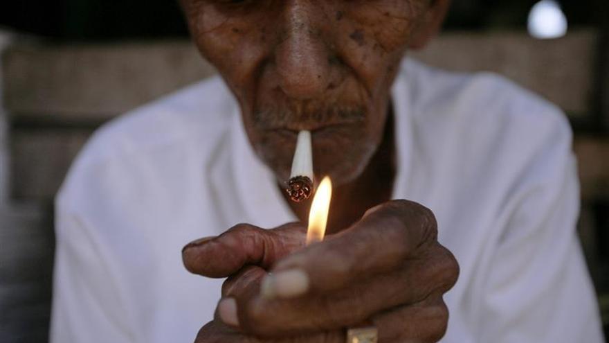 Tabacaleras de EEUU, obligadas a avisar en 50 diarios de los efectos de fumar