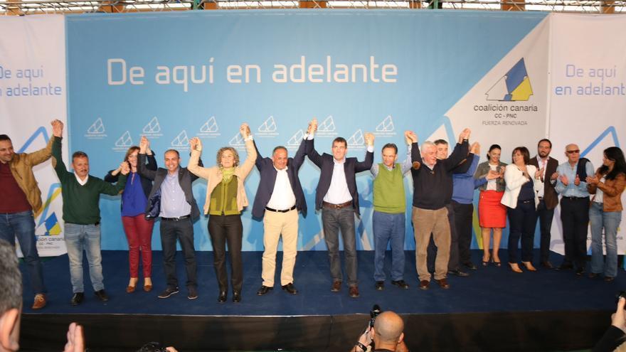 Foto de la familia nacionalista al término del acto en el terrero Camilo León. Foto: NOVA FOTO