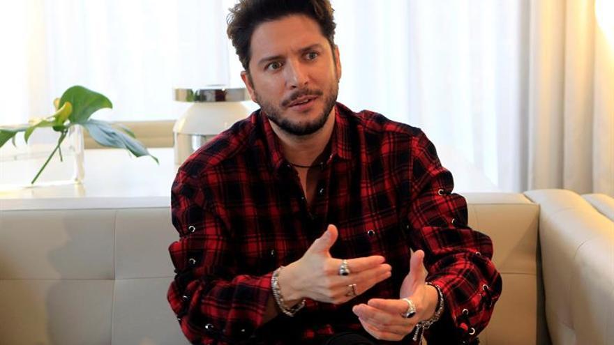 Manuel Carrasco cierra tres conciertos en un día en Sevilla para presentar su disco