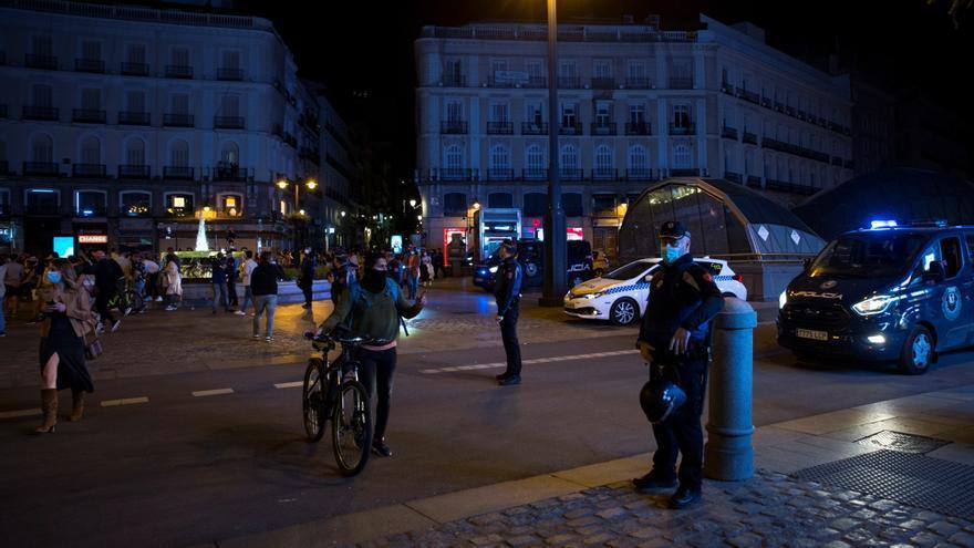 Suben multas por beber en la calle en Madrid con un botellón con 500 jóvenes