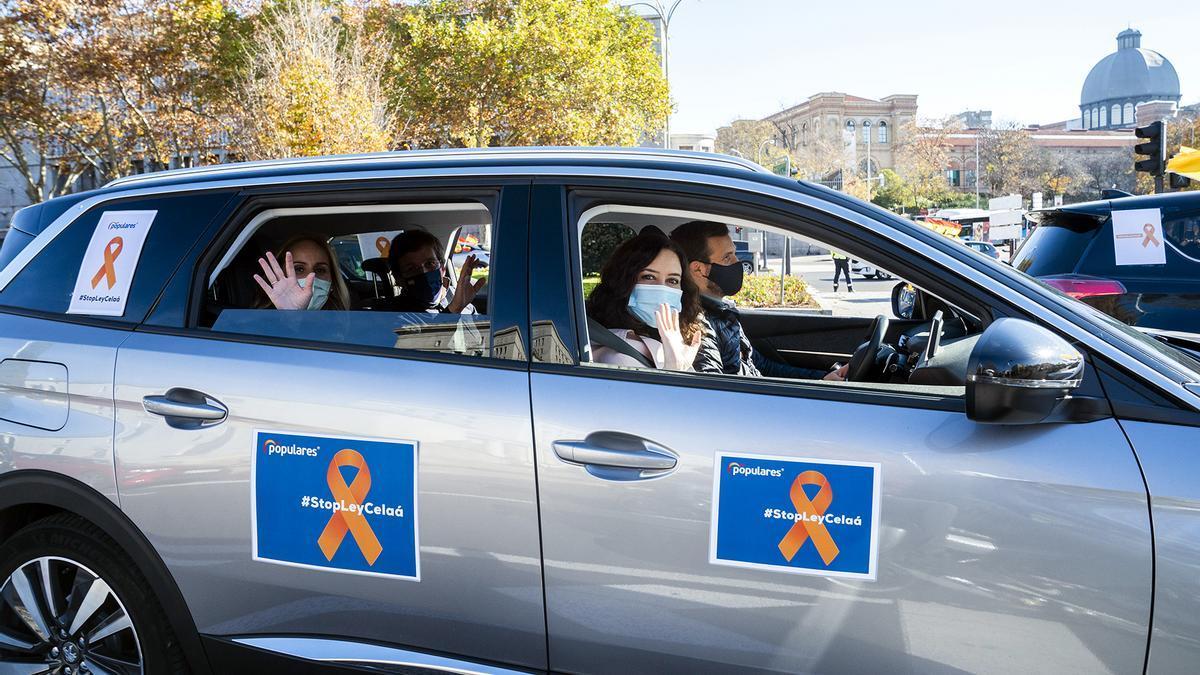 Pablo Casado, Isabel Díaz Ayuso y José Luis Martínez Almeida participan en la manifestación contra la ley Celaá el pasado fin de semana en Madrid