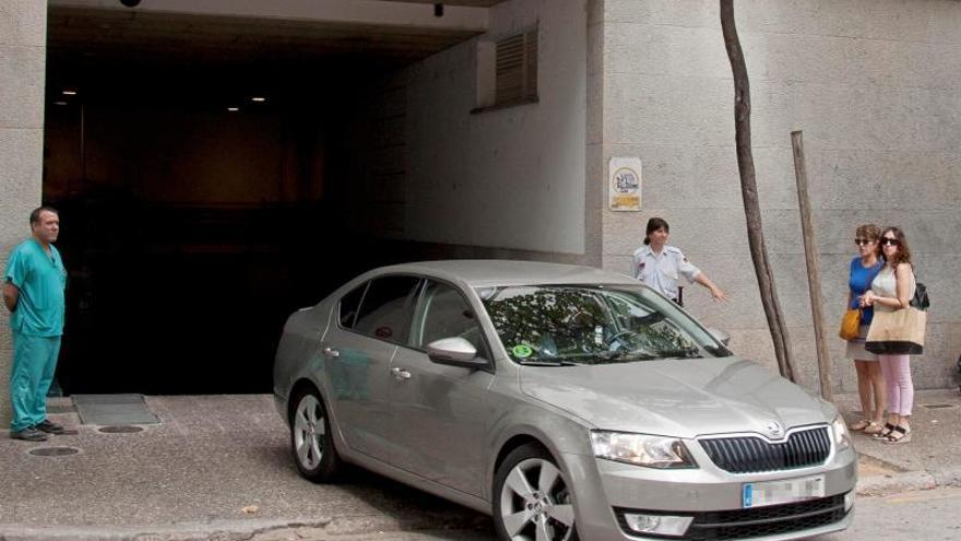 Dolors Bassa visita a su madre en un hospital de Girona durante dos horas