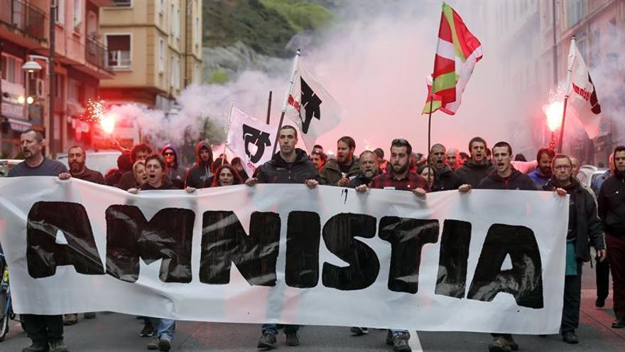 Un millar de personas reclama en Bilbao la amnistía para los presos de ETA