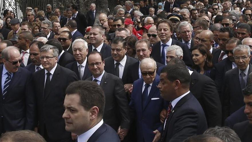 Miles de personas dicen no al terrorismo yihadista en una marcha mundial en Túnez