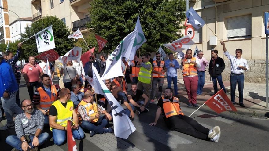 Protesta de los trabajadores a las puertas de la residencia oficial del Presidente de la Junta