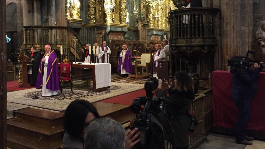 """Intervención del arzobispo de Santiago en el """"acto de desagravio"""" por el pregón del Carnaval ante numerosos medios de comunicación"""