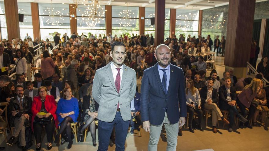 Carlos Fernández Bielsa y Toni Gaspar en la presentación del plan de inversiones.