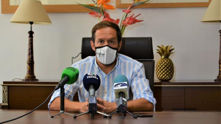 Zapata ofrece al Gobierno canario el protocolo del Cabildo de La Palma para realizar test en los aeropuertos de las Islas