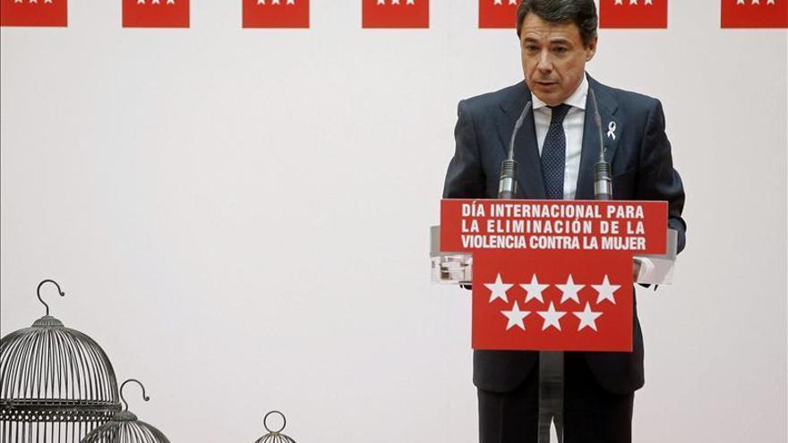 Retiran la imputación de la mujer de Ignacio González en el caso del ático de Estepona