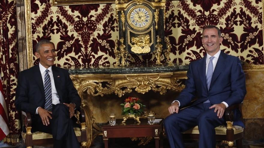 El Rey y Obama charlan durante el vuelo de vuelta del presidente norteamericano, que agradece el trato recibido