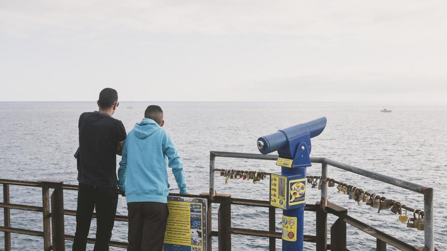 Algunos de los saharauis que llegaron a Canarias en enero y fueron trasladados al consulado de Marruecos. | Sergio Villalba.