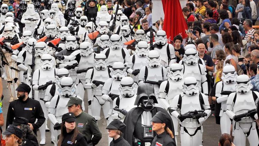 """Nuevas imágenes de """"Star Wars VIII: Los últimos Jedi"""" calientan la espera"""