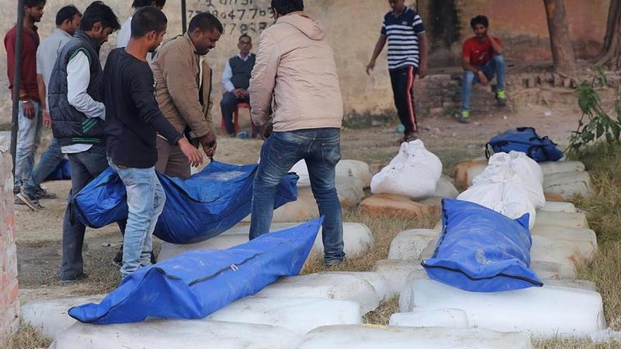 Una comisión investiga las causas del accidente del tren indio que causó 146 muertos