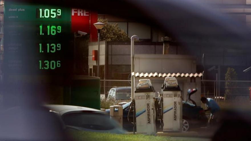 La gasolina sube un 1 % en el último mes y el gasóleo, un 0,49 por ciento