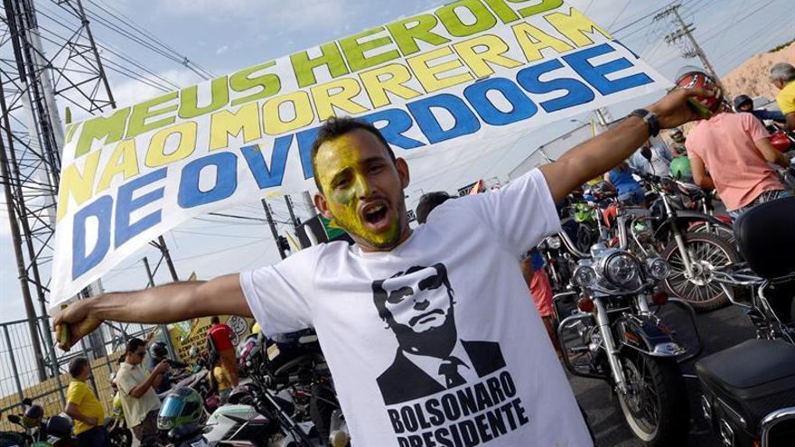 A tres semanas de las elecciones en Brasil, Bolsonaro lidera pero su campaña sigue en duda