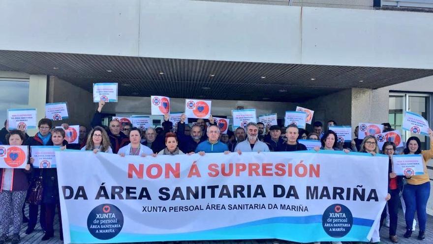 Concentración ante el Hospital da Costa, en Burela