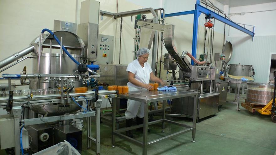 Línea de producción de la cooperativa Envasados Lola (Foto. Envasados Lola)