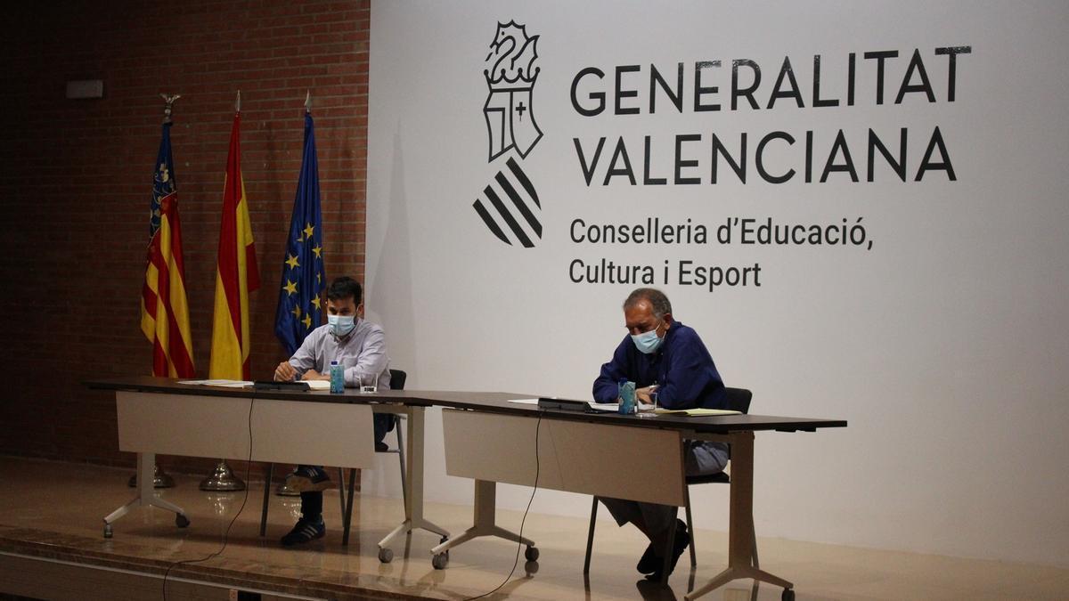El conseller Vicent Marzà y el secretario autonómico de Educación, Miguel Soler.