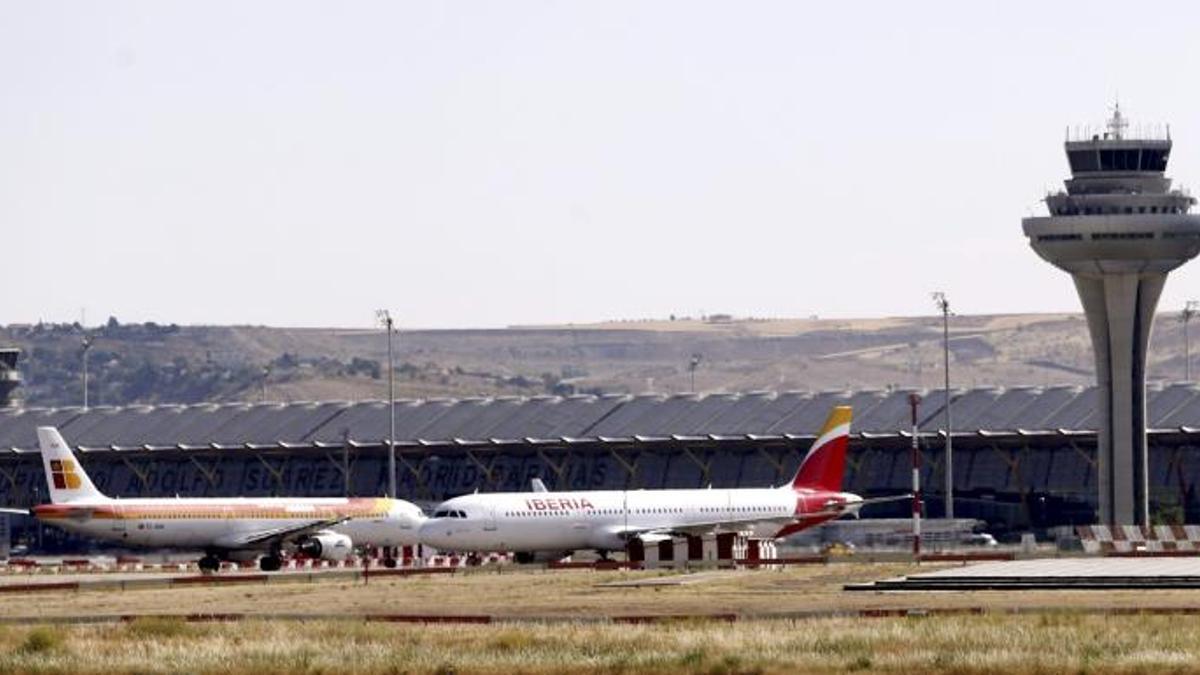 Aviones en tierra en el aeropuerto de Barajas.