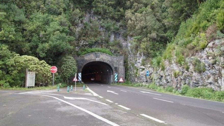 Boca de la zona este del Túnel Viejo de la carretera de La Cumbre.