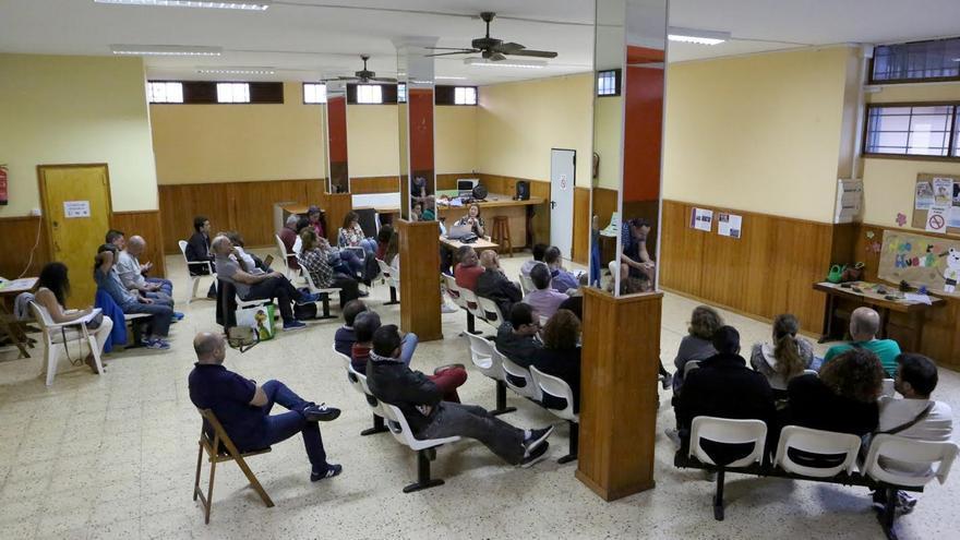 Asamblea de Podemos para inaugurar la ruta 'En el mar que nos une'. (ALEJANDRO RAMOS)