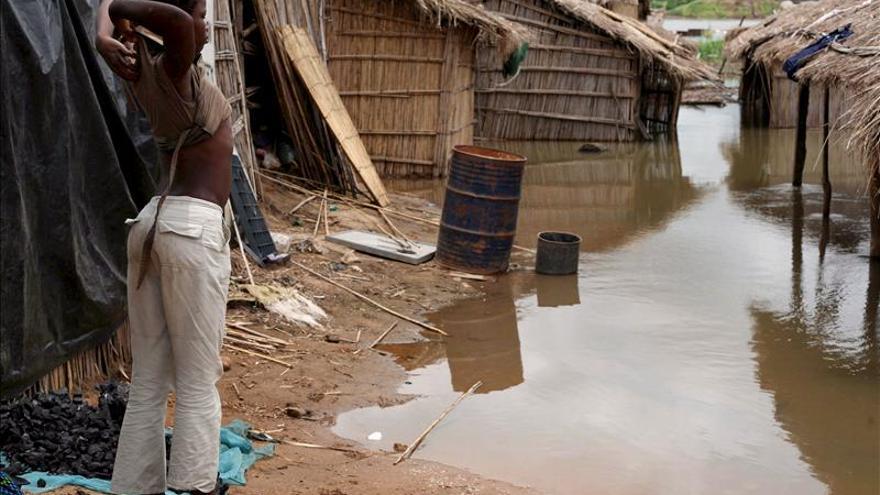 Ascienden a 150.000 los evacuados por las inundaciones en Mozambique
