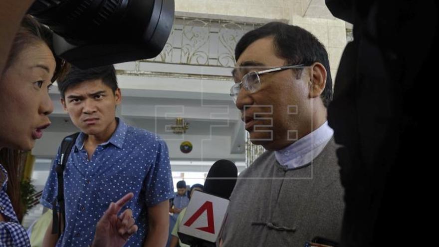Un ministro birmano en los campos de rohinyás en Bangladesh pide su rápida repatriación