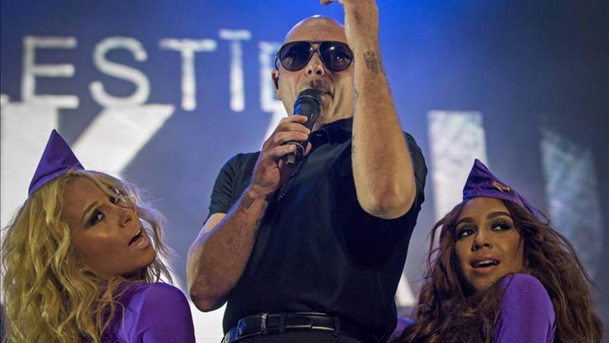 """Pitbull recibe el """"grado honorífico"""" del Doral College de Miami"""
