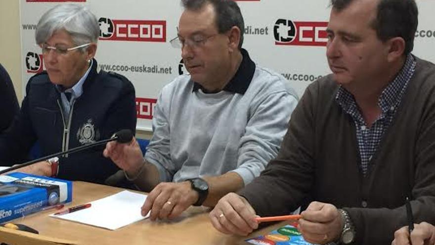 Didier Zint- en el centro- secretario del Comité de Empresa Europeo de Arcelor-Mittal
