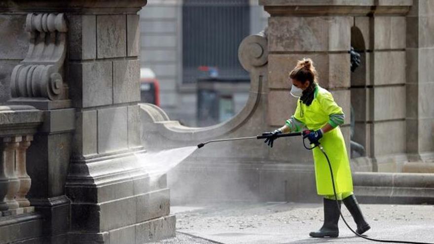 Brigadas de limpieza para el coronavirus. EFE