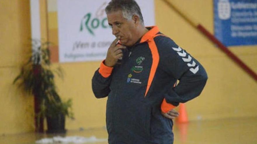 Paco Santana, técnico del Rocasa, augura un calendario complejo para su equipo/ EFE