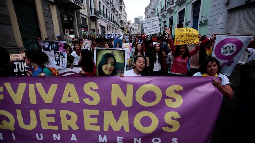 Cientos de personas marchan en Lima para rechazar violencia contra mujeres