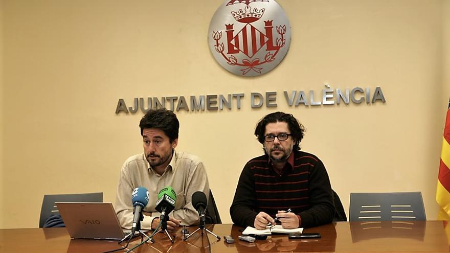 El concejal de València en Comú Jordi Peris junto al director general de Las Naves, Rafael Monterde