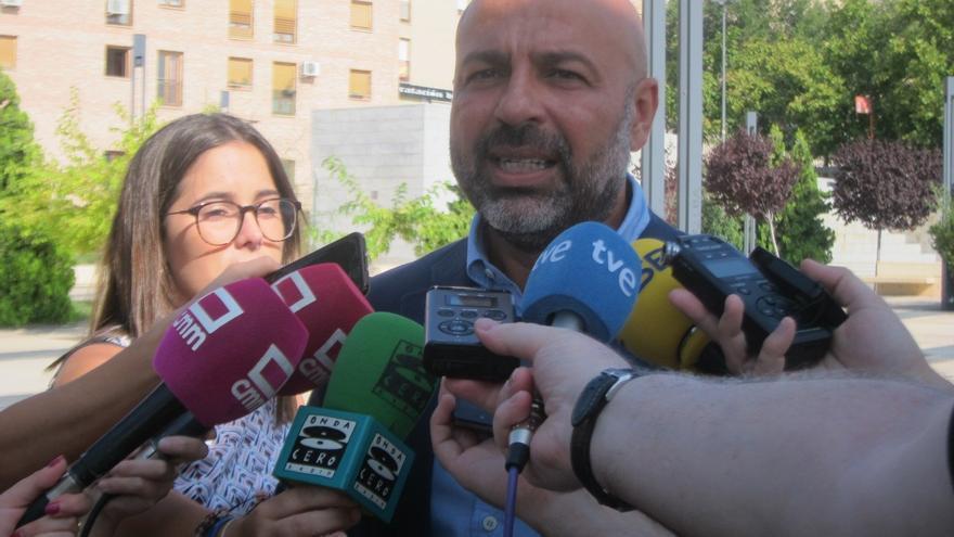 José García Molina, este viernes junto al Alcázar de Toledo